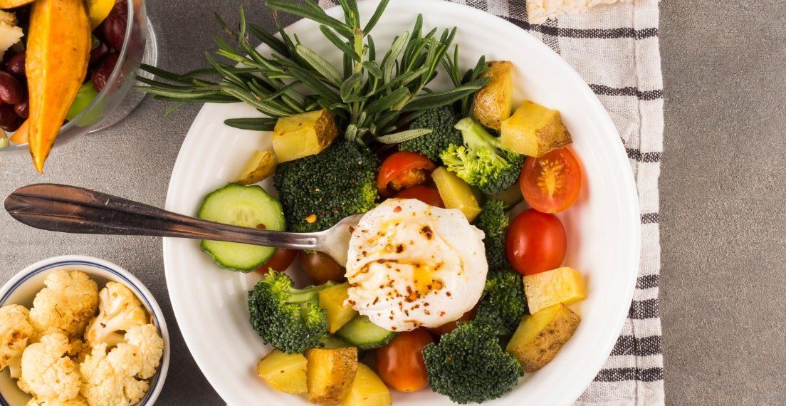 Distintos tipos de ensaladas deliciosas, ricas y sanas para bajar de peso