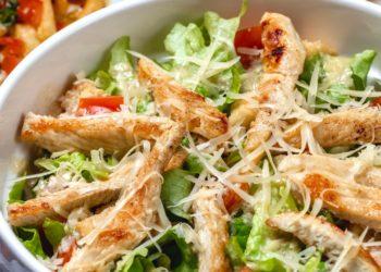 Tiras de pollo a la parmesana con verduras