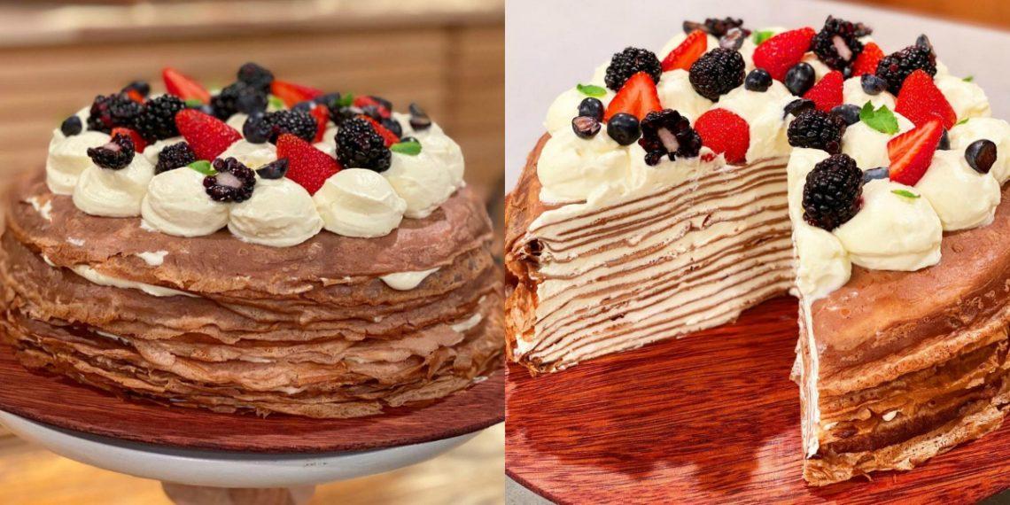 Receta de torta de panqueques dulces con chocolate y crema batida