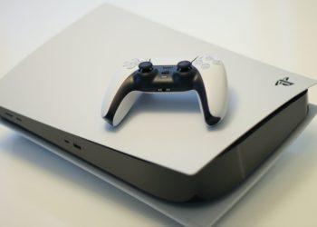 PlayStation 5. Imagen de referencia creative commons. Foto: Unsplash @kseverin