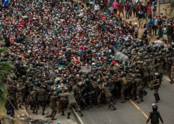 Fuerzas de seguridad frenan una caravana migrante