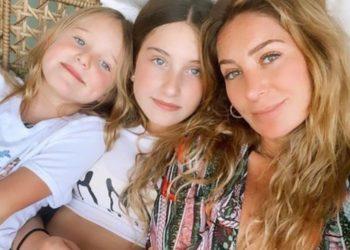 Geraldine Bazán reapareció en compañía de sus hijas