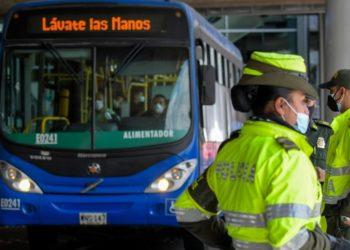 Mujer insultó a una policía