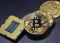 Hombre ofrece recompensa por disco con 285 millones de dólares en bitcoins que tiró a la basura en 2013. Foto: Pixabay / BenjaminNelan