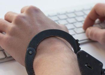 condenan a joven por publicar memes contra el Gobierno en Argelia