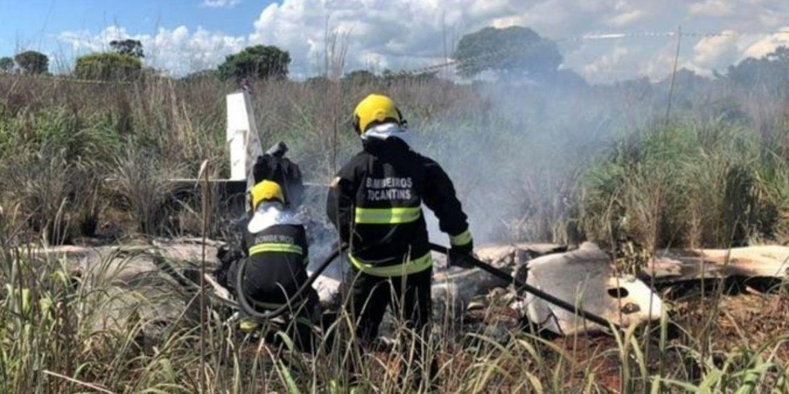 Cuatro jugadores y el presidente de un equipo de fútbol brasileño mueren en un accidente de avión