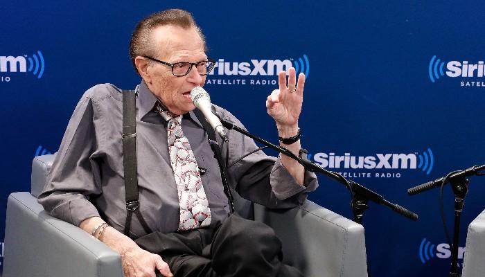 Larry King durante programa de entrevistas