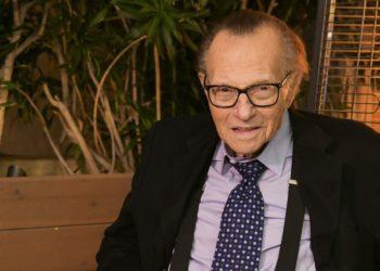 Larry King fue hospitalizado por COVID-19 en Los Ángeles