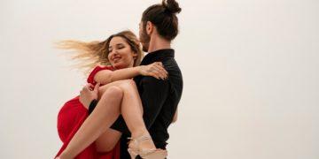 A bailar la salsa es uno de los ritmos que quema más calorías