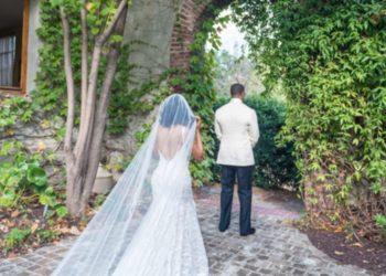 Hombre llegó vestido de novia a la boda de su mejor amigo