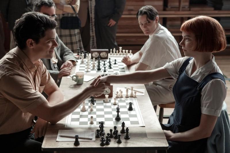 Aprende a llevar el flequillo de Anja Taylor Joy en Gambito de dama