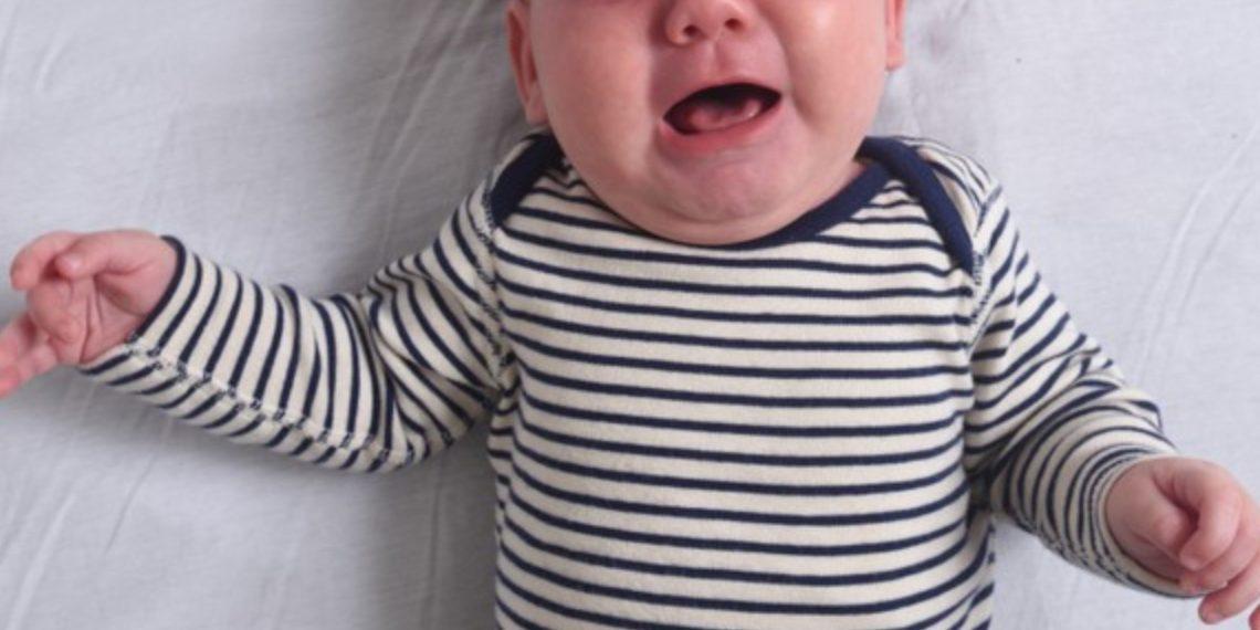 Bebé fue encontrado abandonado con una nota en una bolsa de basura