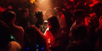 Discriminación denuncia que salió a bailar con sus amigas y no la dejaron entrar al local por su peso
