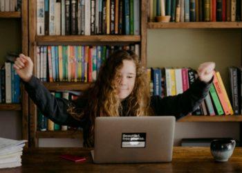 Hacerle la tarea a tus hijos podría comprometer su rendimiento académico