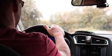 Inspector de tránsito usó lengua de señas con conductor y se volvió viral