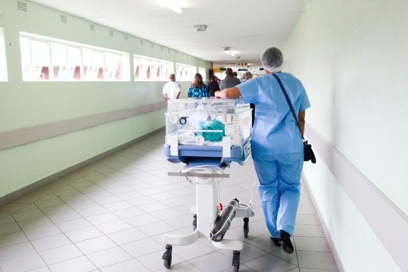 Luchador bebé sobrevivió al COVID-19 y a un trasplante de hígado