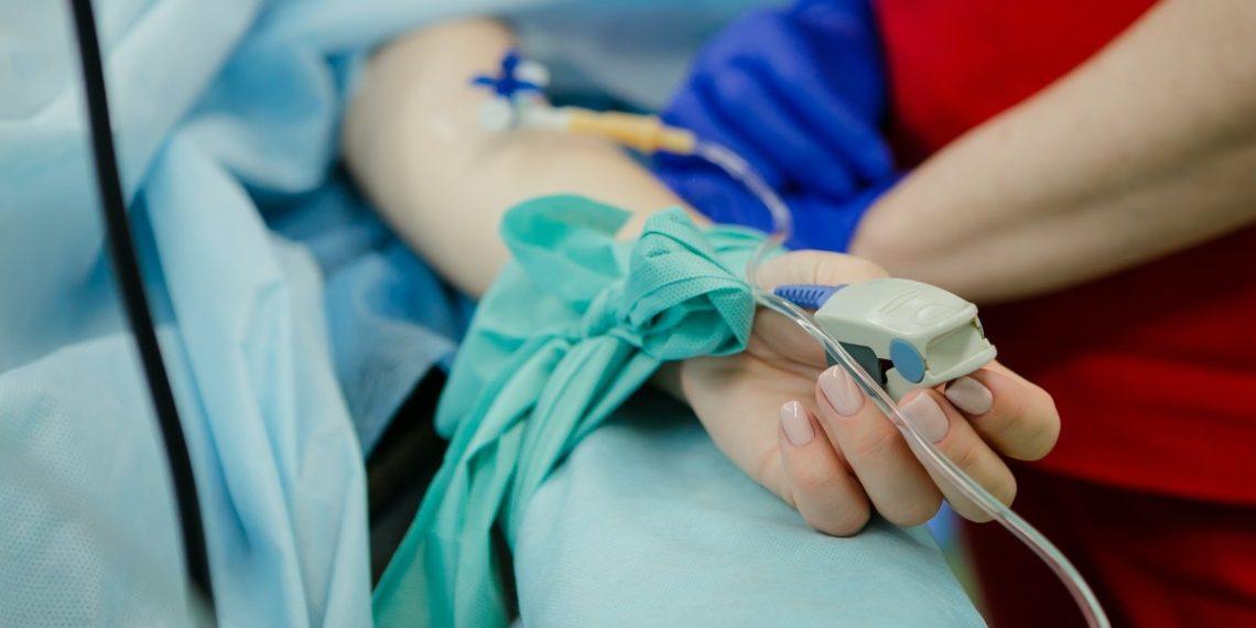 Madre tiene dos hijos que necesitan trasplante de riñón pero ella solo puede donar uno