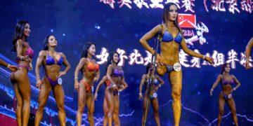 Mujer con una sola pierna se lleva los aplausos en concurso de culturismo
