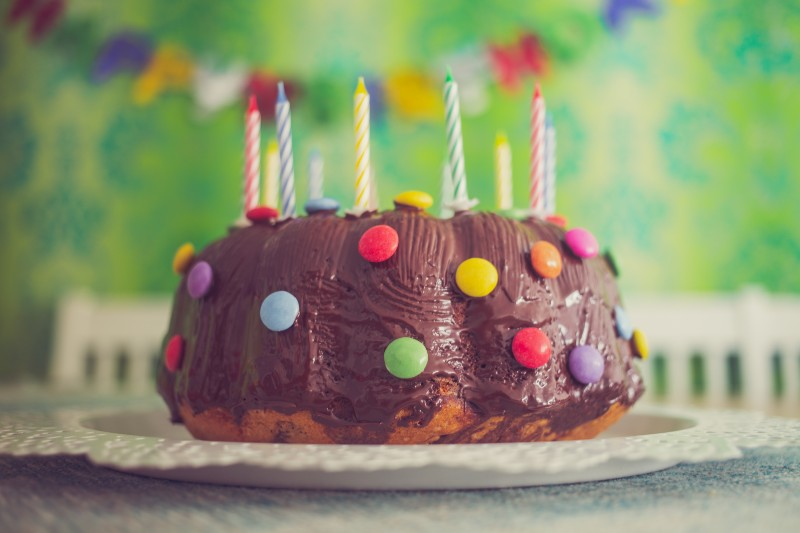 Niña de 9 años vendió pasteles para ayudar a pagar el funeral de su padre