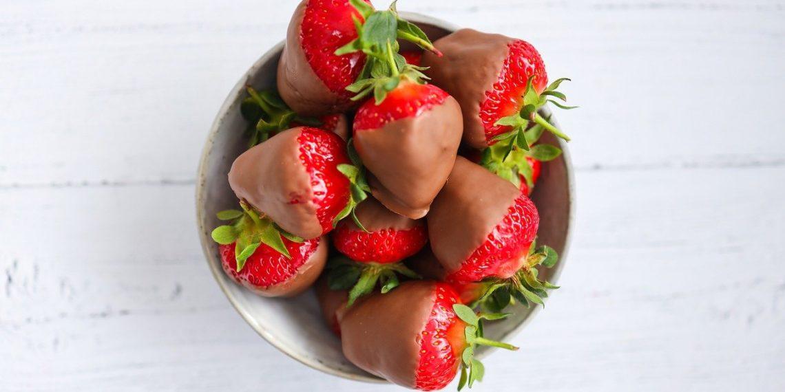 Receta de pinchos de fresas con chocolate: aprende cómo preparar la cubierta