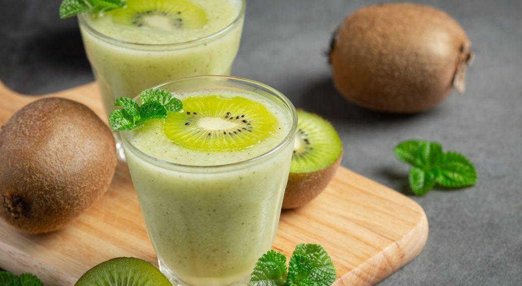 Licuado de kiwi y banana detox con leche