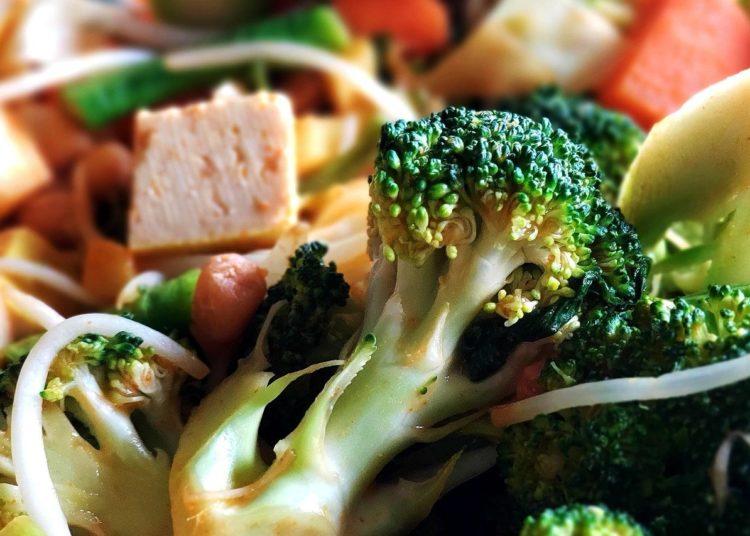 Brócoli al vapor con salsa tahini