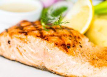 Recetas de salmón a la plancha con aguacate