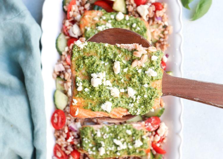 Con ensalada griega