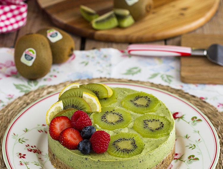 Pastel saludable con frutos rojos