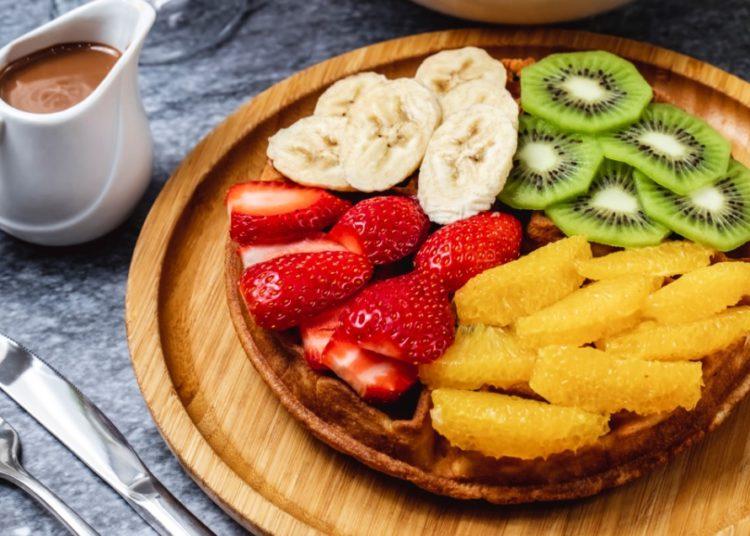 Con trozos de frutas
