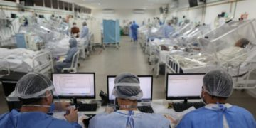 América Latina enfrenta colapso de hospitales por aumento del COVID-19 en los países de la región