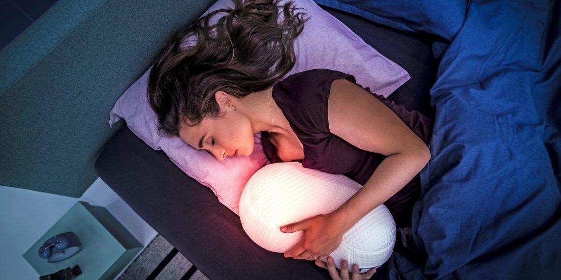 las personas duermen menos en las noches previas a la luna llena.