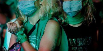Mujer mascarilla aborto