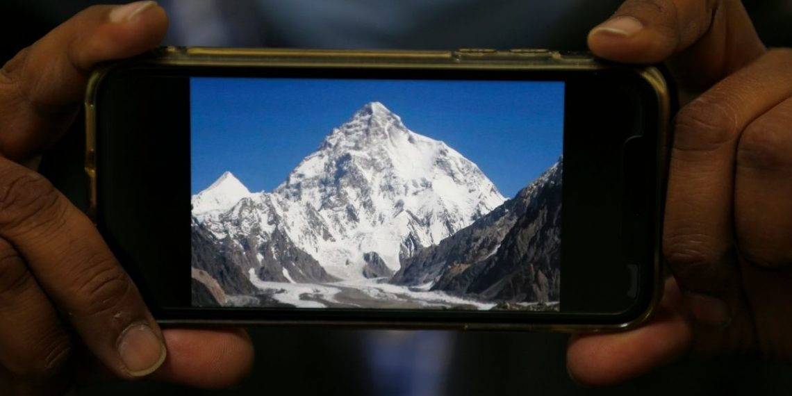 Dan por muertos a tres alpinistas en la montaña K2, incluyendo un chileno