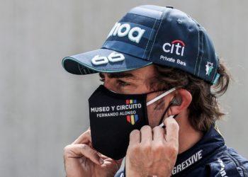 Fernando Alonso es operado con éxito tras sufrir accidente en carretera
