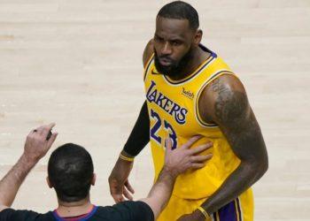 LeBron James discutió con una mujer del público durante un juego