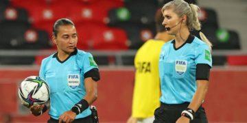 Presidente FIFA habló sobre saludo negado del jeque a árbitras en Qatar