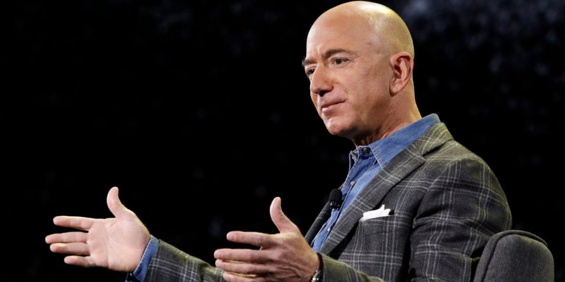 El multimillonario Jeff Bezos renuncia como director ejecutivo de Amazon