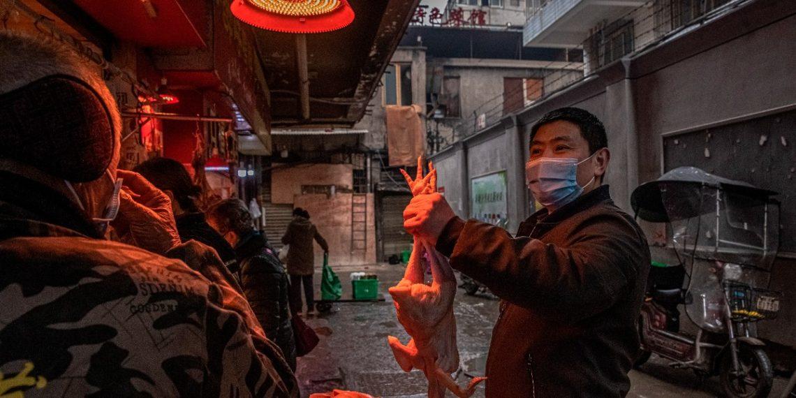 """China no ha entregado """"suficientes datos originales"""" sobre el COVID-19, señala EE.UU."""