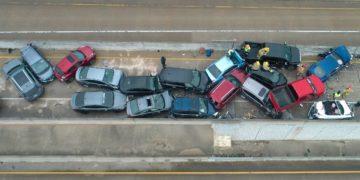 choque masivo de vehículos en una autopista en Texas