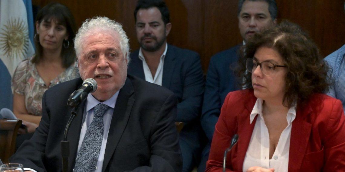 Escándalo de la 'vacunación VIP' crece en Argentina tras presentación de denuncias a la Justicia