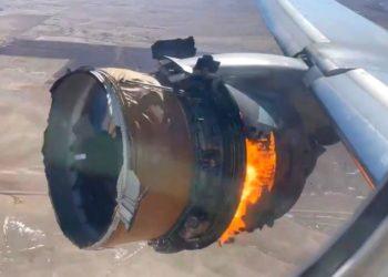 incendio del motor de un avión boeing 777 en pleno vuelo