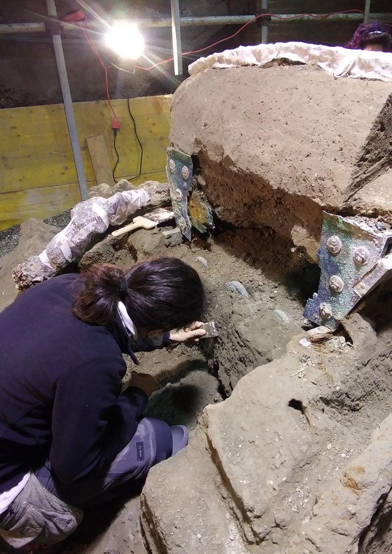 Descubren carro romano en Pompeya
