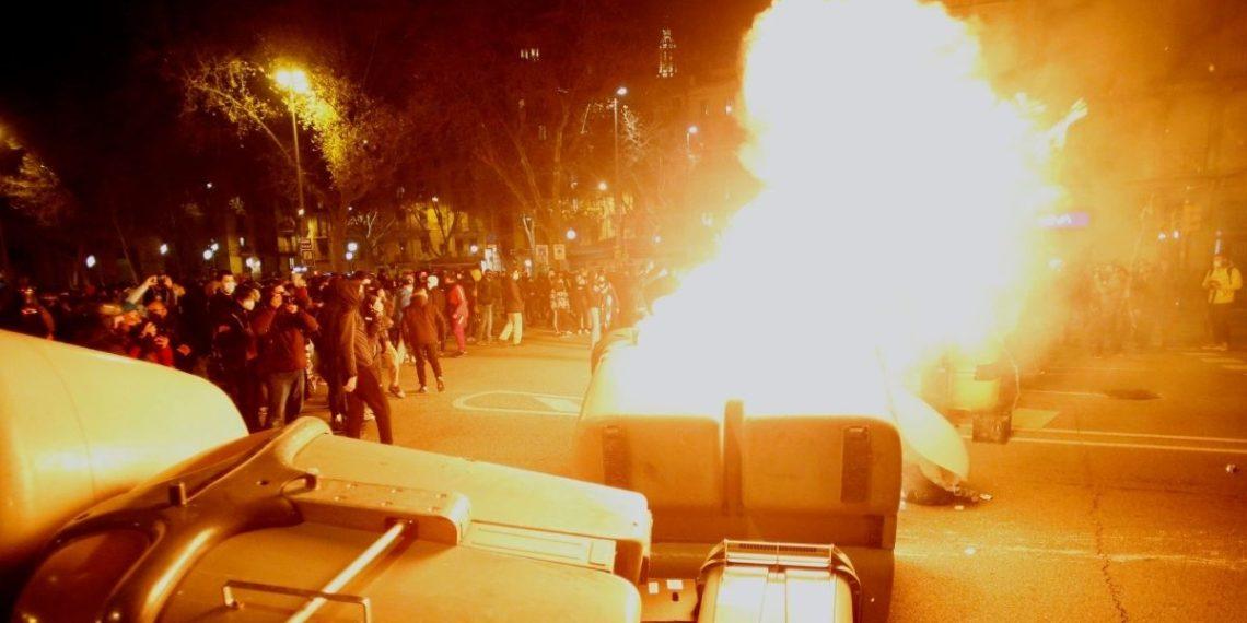 Disturbios en España porcondena al rapero Pablo Hasél
