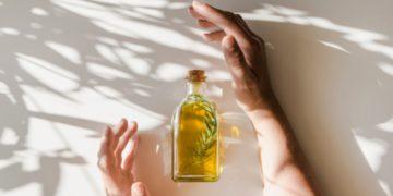 Aceite de romero: el secreto para un cabello largo y sin canas