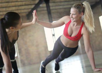 Efectivos ejercicios en pareja para hacer con tu mejor amiga