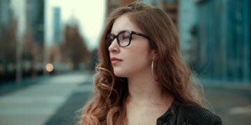 Errores de estilo que no debes cometer al usar lentes