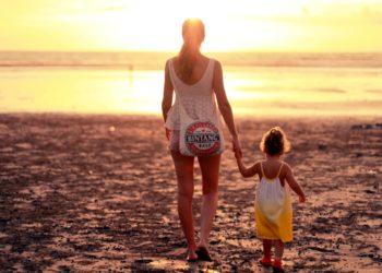 Madre es insultada por decir a sus hijas que la virginidad no existe