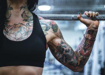 """Olvídate de las """"alas de murciélago"""": los mejores ejercicios para tus brazos sin pesas"""