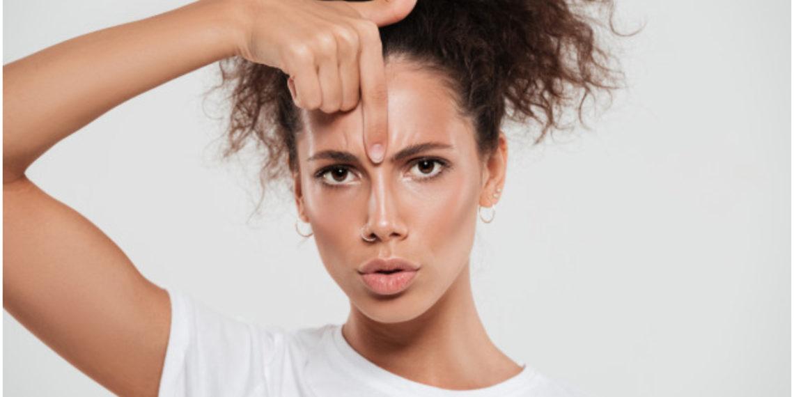 Hábitos que debes evitar porque pueden hacerte salir arrugas más rápido. Foto: Freepik